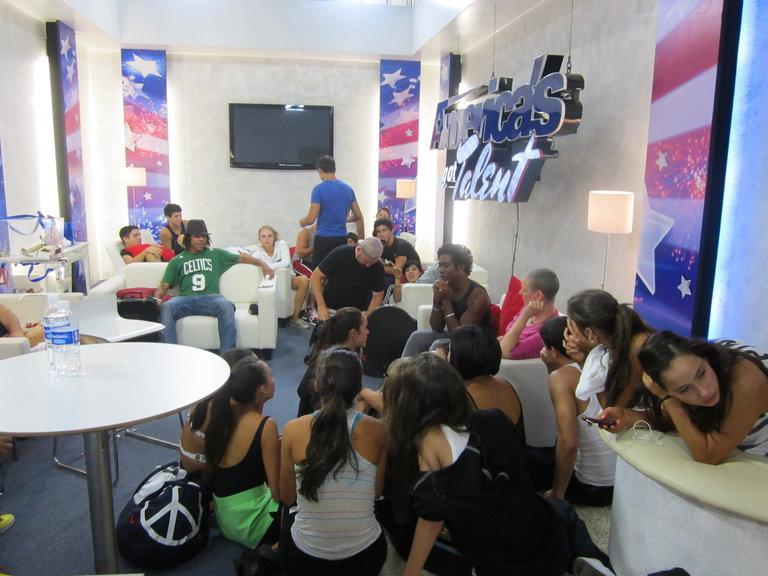 Miami All Stars Listening To Desmond Meeks Sing
