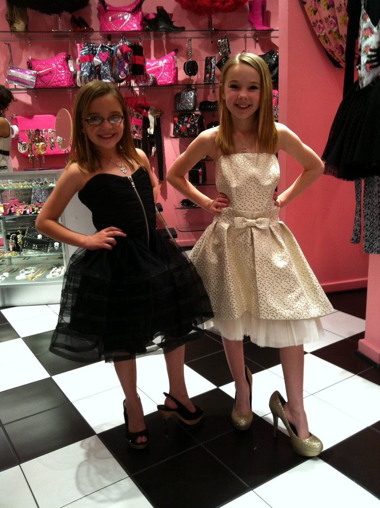 The Calico Hearts Tryin' on Dresses in Vegas