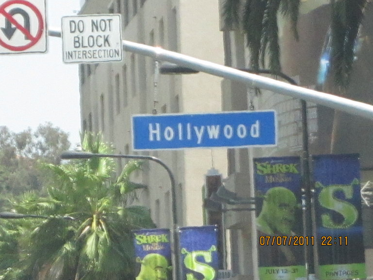 hollywood sign. why no focus?
