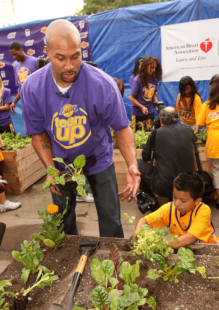 "Kelly Meyer and the American Heart Association Plant a ""Teaching Garden"" at Figueroa Street Elementary School"