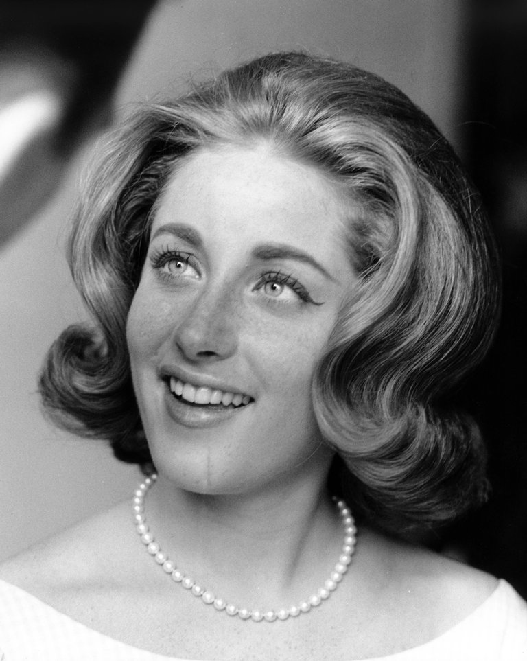 Photo of Lesley GORE