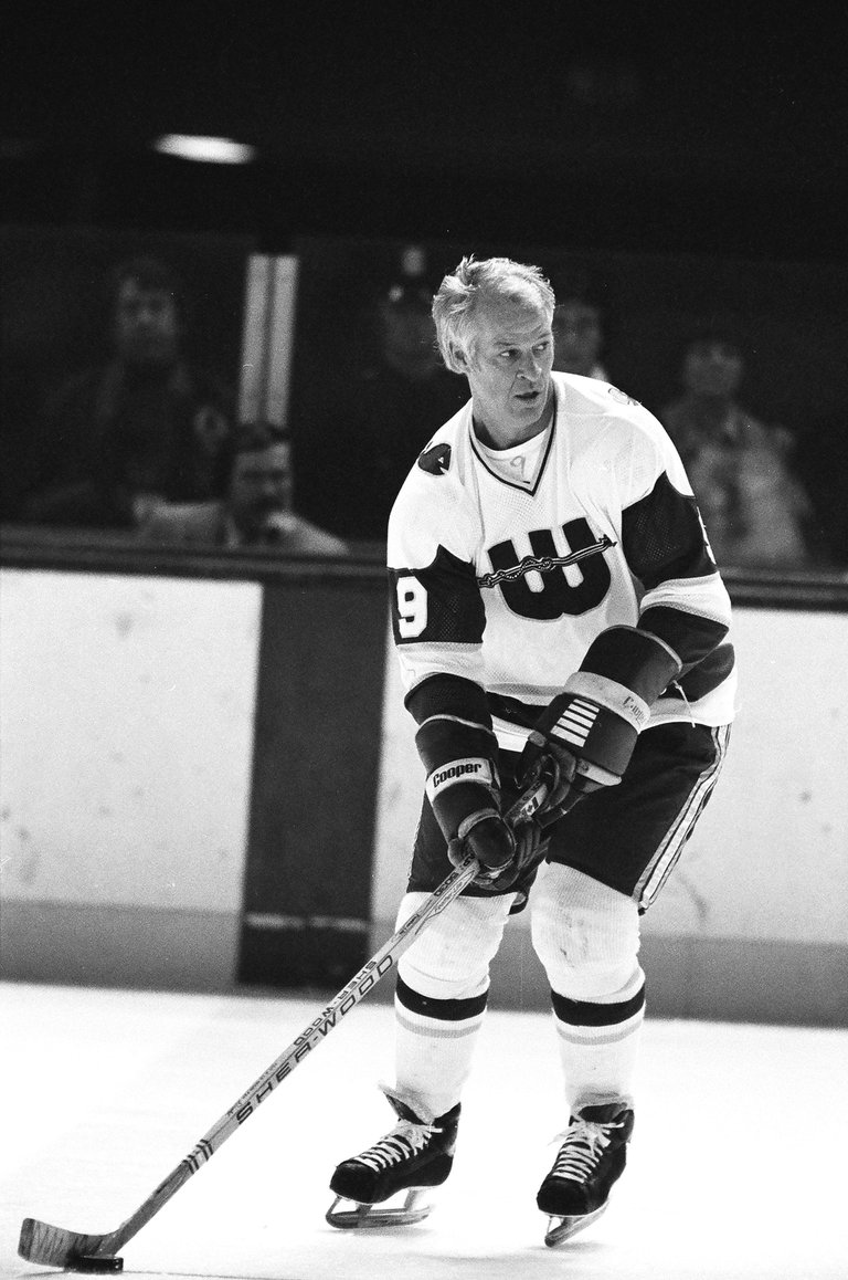 Hartford Whalers  v Boston Bruins
