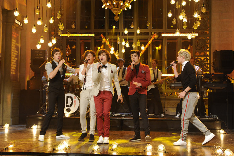 "One Direction performs ""One Thing"""