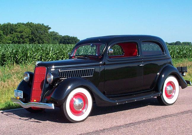 1935 - Ford, 2 door slantback
