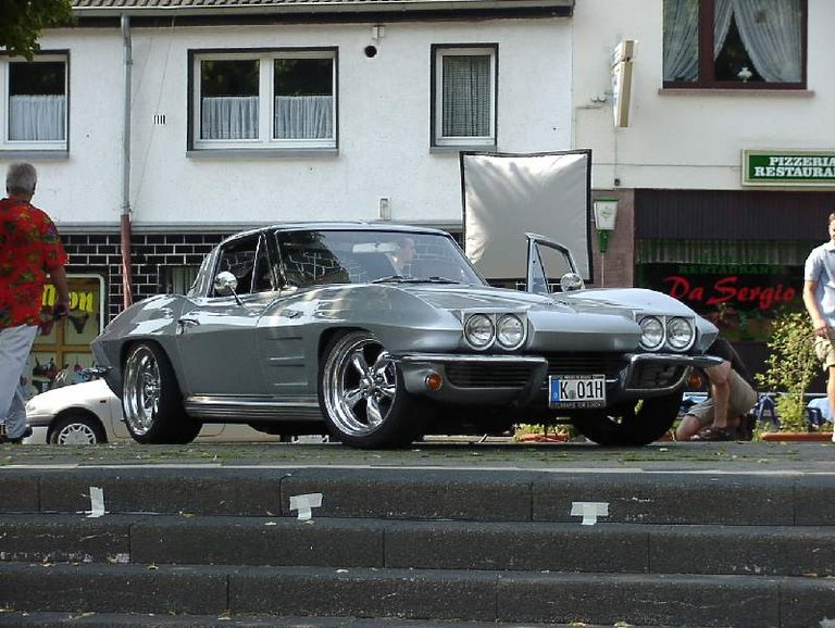 1963 - Chevrolet, Corvette Split Window