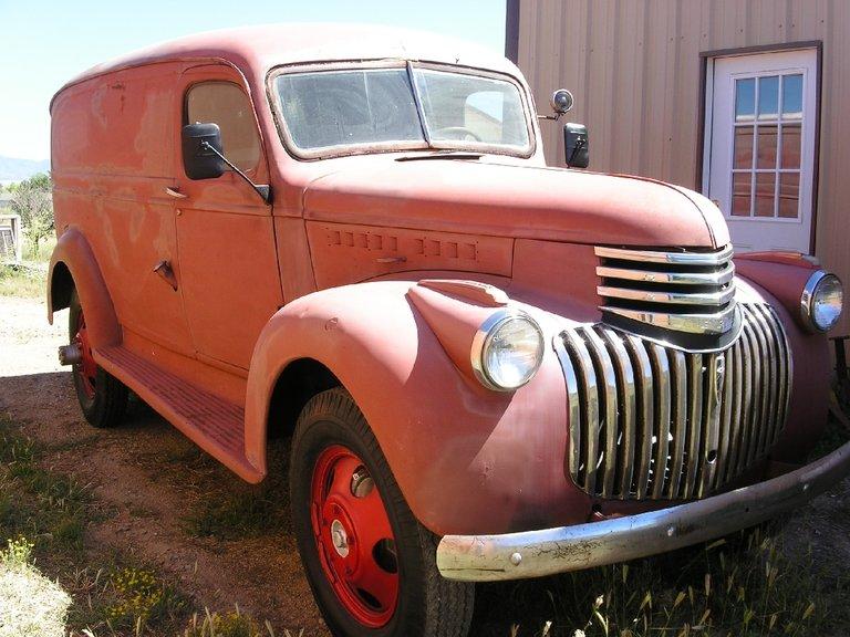 1942 - Chevrolet - Trucks