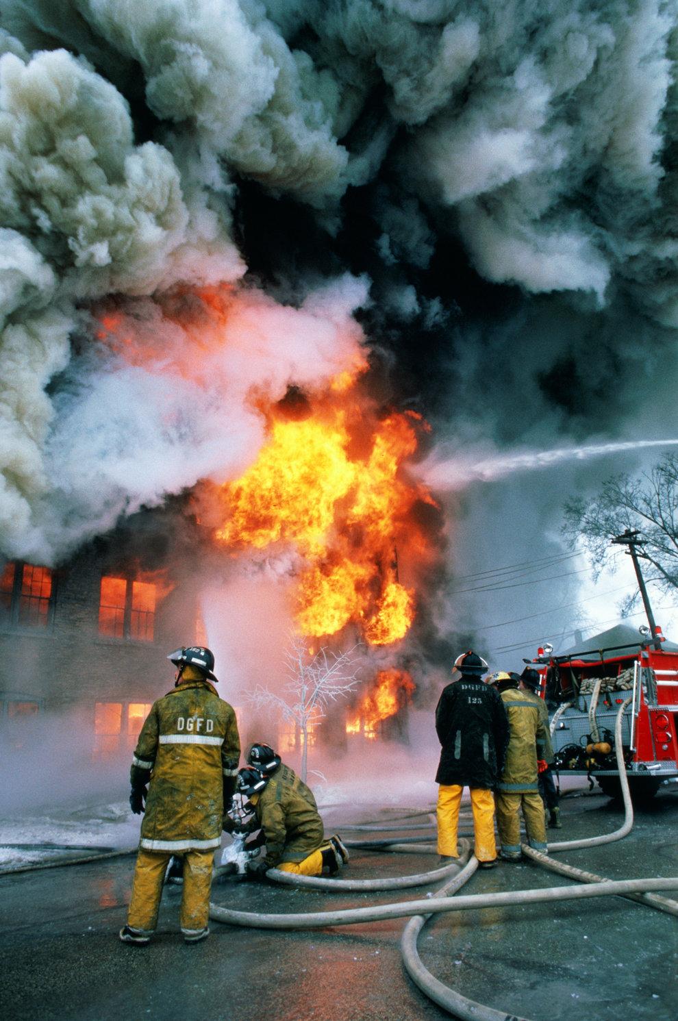 Что они связаны с пожаром