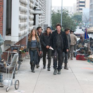 Revolution - Miles, Charlie, Conner, Jason, and Monroe walk the streets of the capitol of Texas