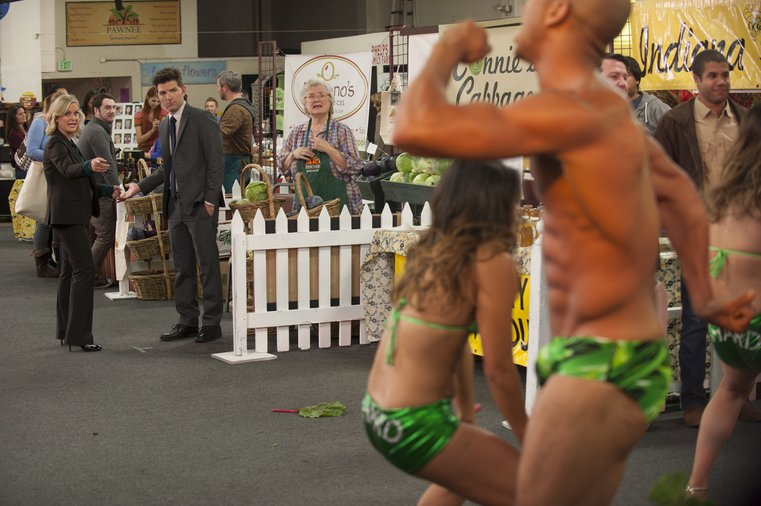 Parks and Recreation - Leslie and Ben watch the sexy chard dancers perform at the Farmers Market