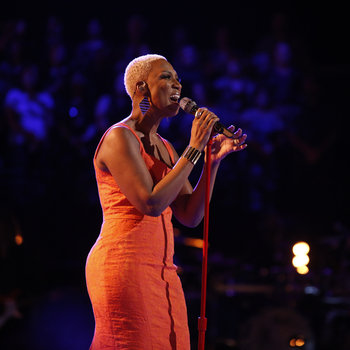 """THE VOICE -- """"Live Show"""" -- Pictured: Sisaundra Lewis -- (Photo by: Trae Patton/NBC)"""