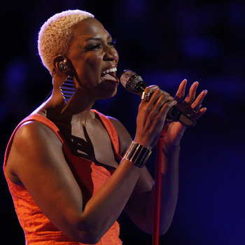 "THE VOICE -- ""Live Show"" -- Pictured: Sisaundra Lewis -- (Photo by: Trae Patton/NBC)"