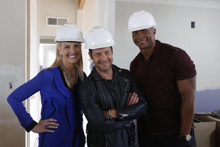 """AMERICAN DREAM BUILDERS -- """"Build Week"""" Episode 102 -- Pictured: (l-r) Monica Pedersen, Nate Berkus, Eddie George -- (Photo by: Vivian Zink/NBC)"""