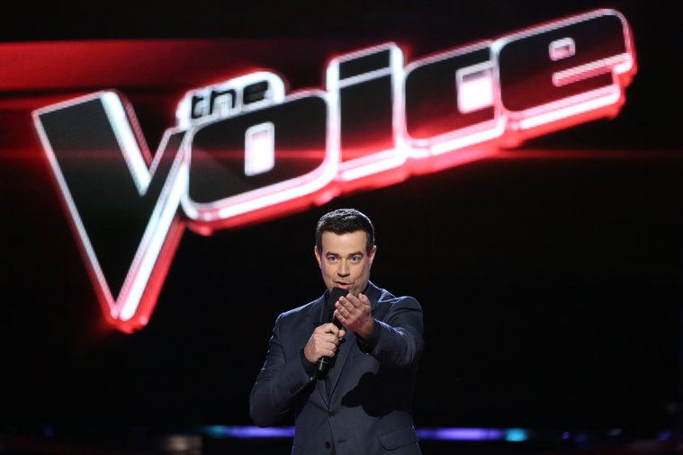 "THE VOICE -- ""Live Show"" -- Pictured: Carson Daly -- (Photo by: Tyler Golden/NBC)"