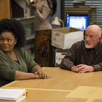 """COMMUNITY -- """"Basic Sandwich"""" -- Pictured: (l-r) Yvette Nicole Brown as Shirley Bennett, Jonathan Banks as Professor Hickey -- (Photo by: Justin Lubin/NBC)"""