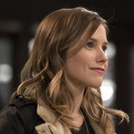 Sophia Bush stars as self-assured Detective Lindsay from Chicago P.D., in town to gather info on a rapist whose MO mirrors a recent string of cases from SVU.