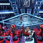 "THE VOICE -- ""Blind Auditions"" Episode 604 -- Pictured: (l-r) Blake Shelton, Usher, Musicbox / Ayesha Brooks, Shakira, Adam Levine -- (Photo by: Tyler Golden/NBC)"
