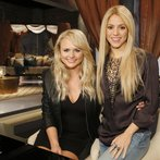 "THE VOICE -- ""Team Shakira Battle Reality"" -- Pictured: (l-r) Miranda Lambert, Shakira -- (Photo by: Trae Patton/NBC)"