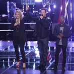 "THE VOICE -- ""Battle Rounds"" Episode 607 -- Pictured: (l-r) Dani Moz, Carson Daly, Deshawn Washington  -- (Photo by: Tyler Golden/NBC)"