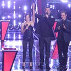 "THE VOICE -- ""Battle Rounds"" Episode 610 -- Pictured: (l-r) Noah Lis, Carson Daly, Kaleigh Glanton -- (Photo by: Tyler Golden/NBC)"