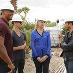 """AMERICAN DREAM BUILDERS -- """"Build Week"""" Episode 102 -- Pictured: (l-r) Eddie George, Lukas Machnik, Monica Pedersen, Nate Berkus -- (Photo by: Vivian Zink/NBC)"""