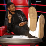 """THE VOICE -- """"Live Show"""" -- Pictured: Usher -- (Photo by: Trae Patton/NBC)"""
