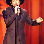 Tim Mcgraw Performs At The 35Th Academy Of Country Music Awards On May 3 2000 In Los Angeles