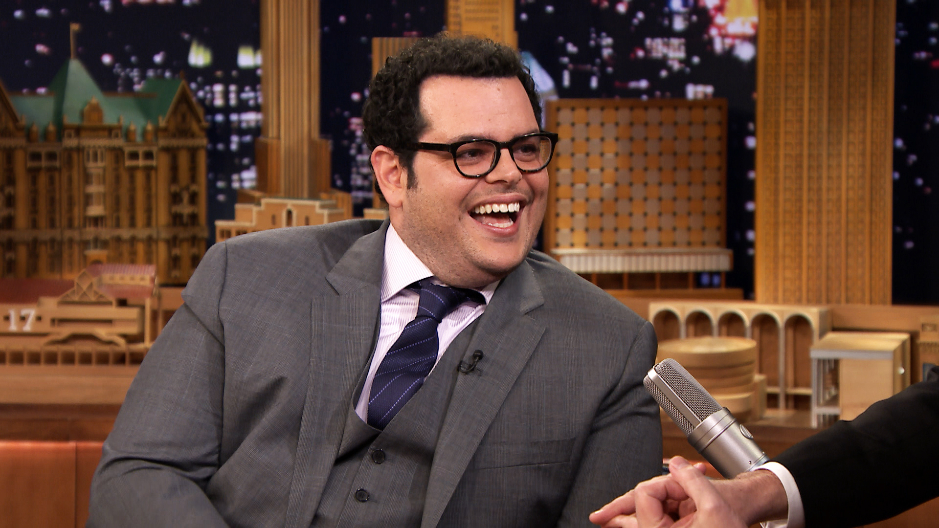 150114 2840428 josh gad posed with olaf in times square jpgJosh Gad Olaf