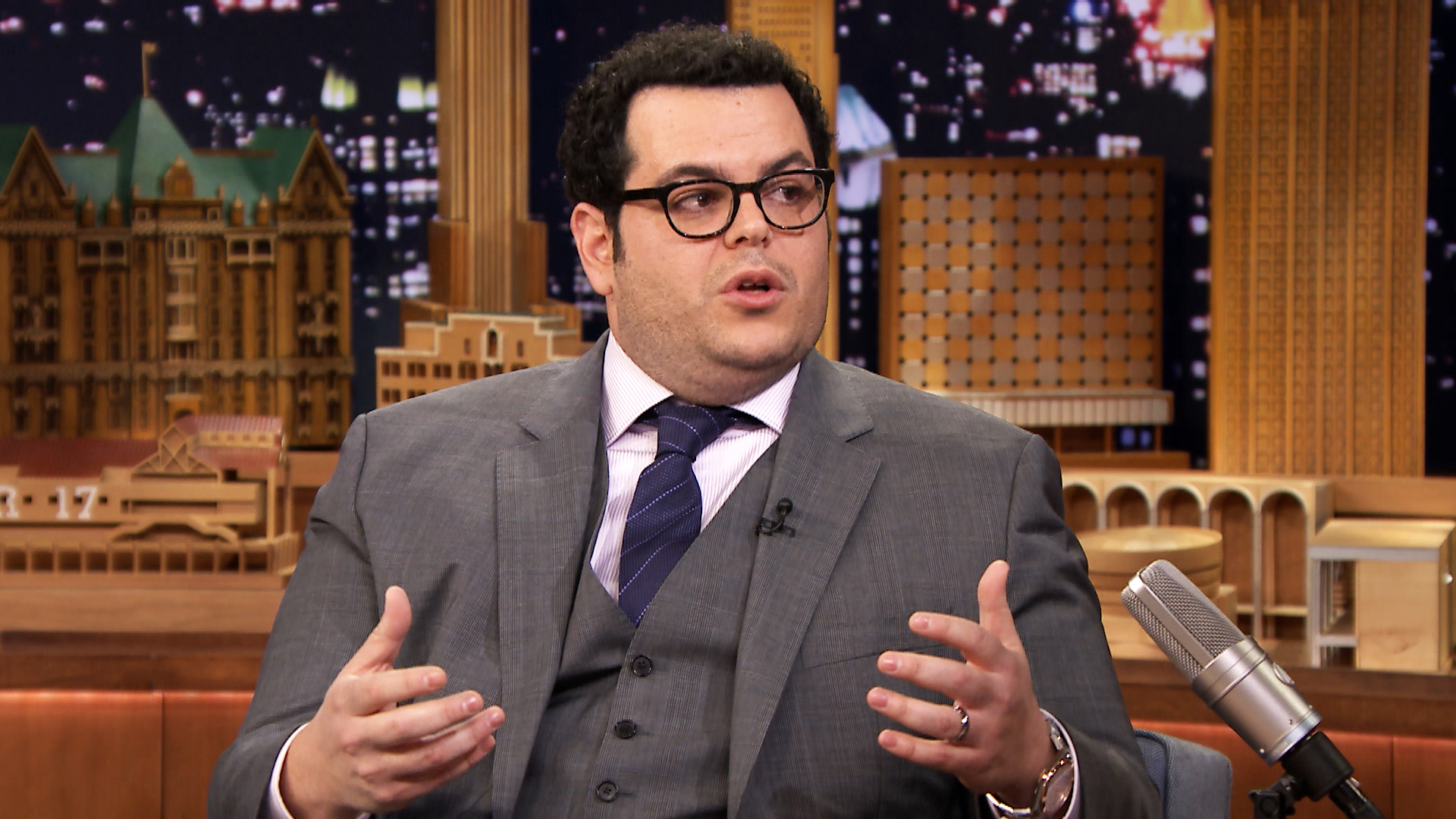 150114 2840429 josh gad steals the wedding ringer from kevi jpgJosh Gad Olaf