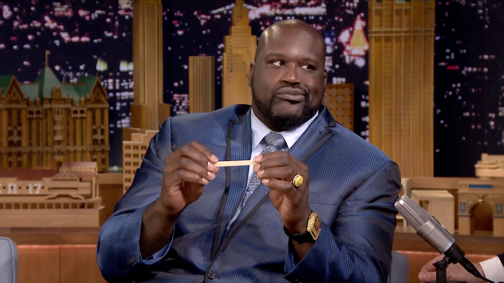 Shaqsticles with shaquille o 39 neal the tonight show for Shaquille o neal s home