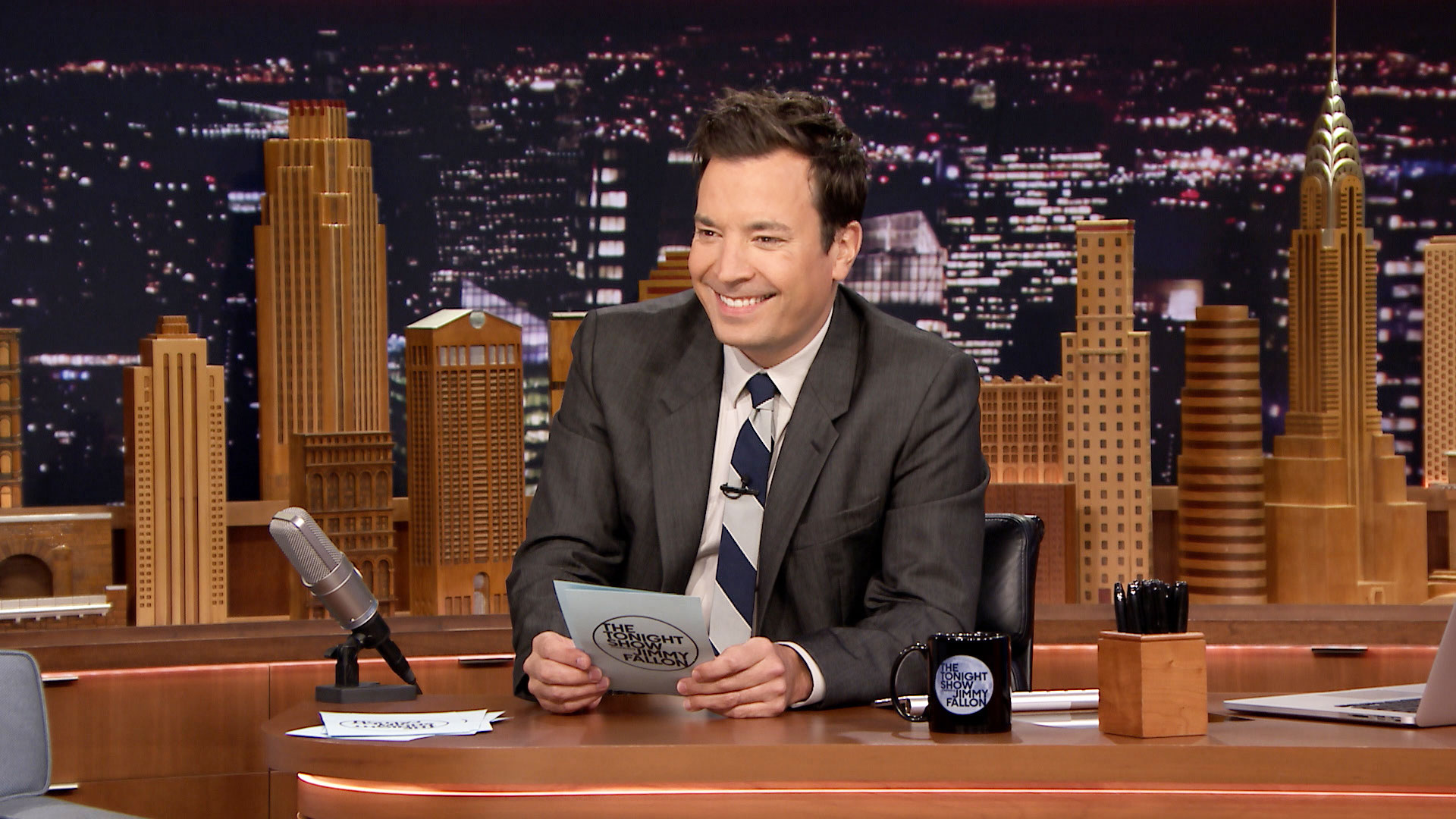 Pros and Cons: The Trump-Putin Bromance - The Tonight Show