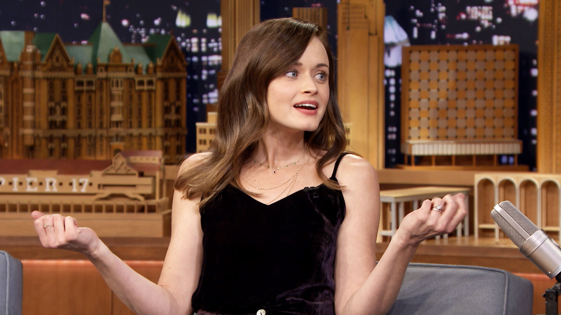 alexis bledel how to hold a coffee mug