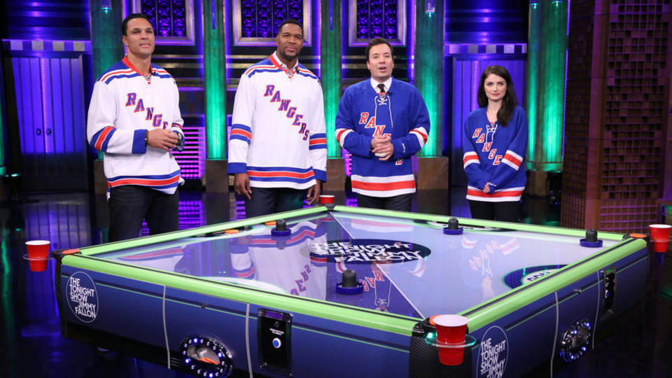 Four-Way Air Hockey with Michael Strahan, Eve Hewson and Tony Gonzalez