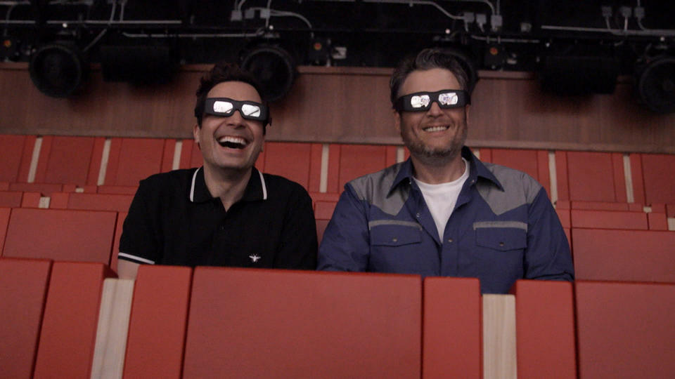 "Jimmy Fallon Gives Blake Shelton a Tour of ""Race Through New York"""