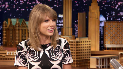 Taylor Swift Has a Gnarly Glue Gun Scar