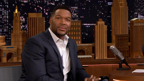"Michael Strahan Wakes Up to Bill Withers' ""Lovely Day"""