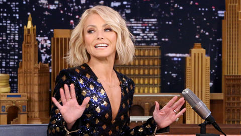 Kelly Ripa's Parents Stole Anderson Cooper's White Elephant Gifts