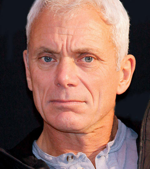 The 61-year old son of father (?) and mother(?), 183 cm tall Jeremy Wade in 2017 photo