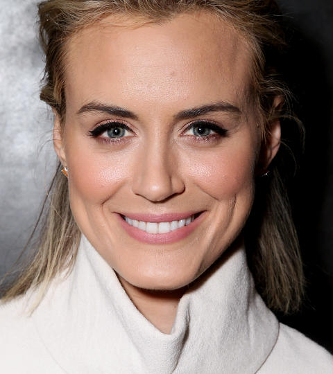The 36-year old daughter of father (?) and mother(?) Taylor Schilling in 2020 photo. Taylor Schilling earned a million dollar salary - leaving the net worth at 0.6 million in 2020