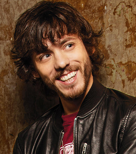 Chris Janson earned a  million dollar salary, leaving the net worth at 0.8 million in 2017